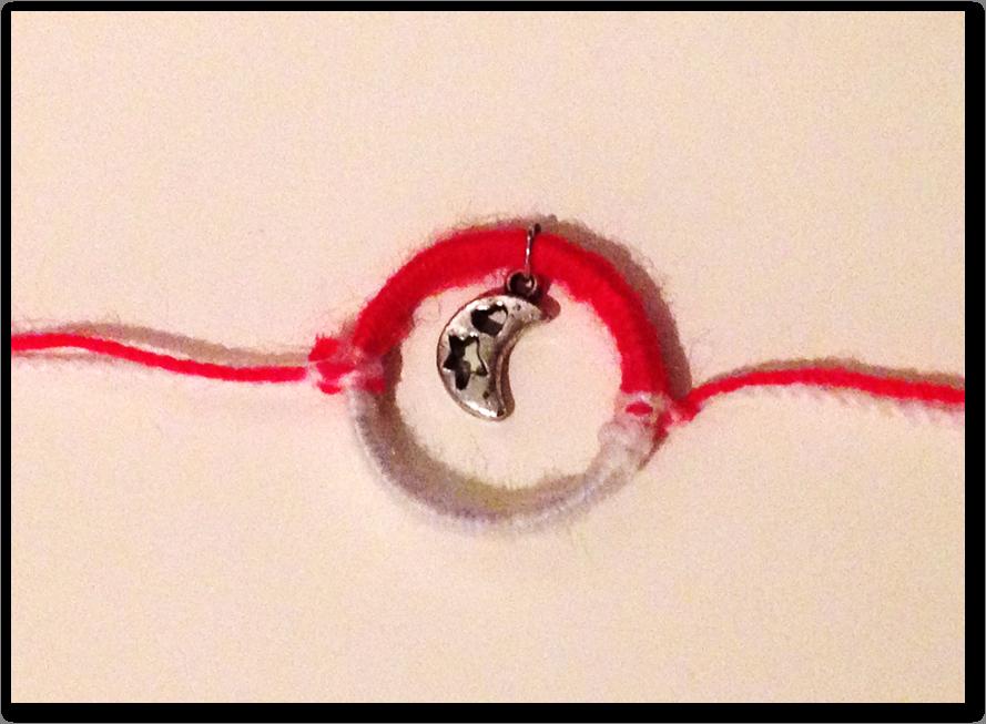 martenitsa en forme de bracelet